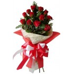 1 dozen pure red roses in bouquet
