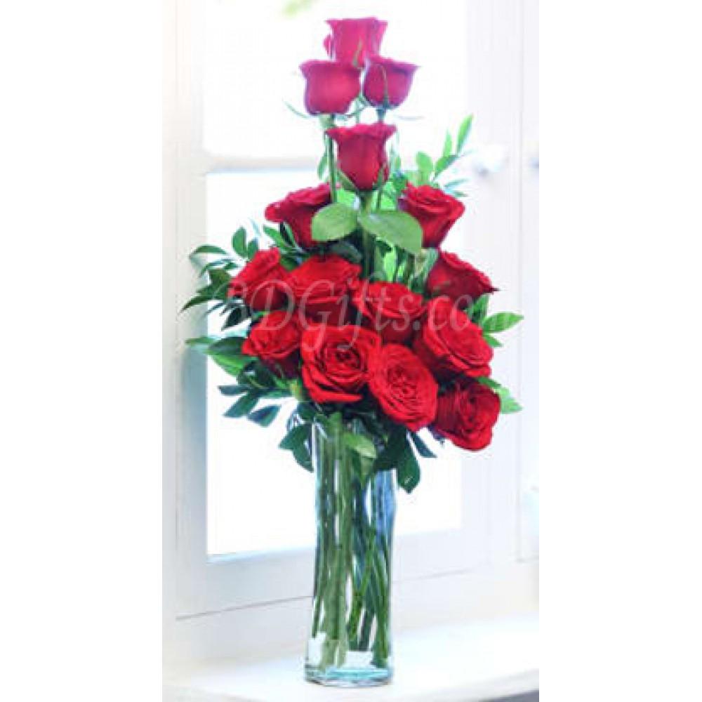 15 pcs red roses in vase
